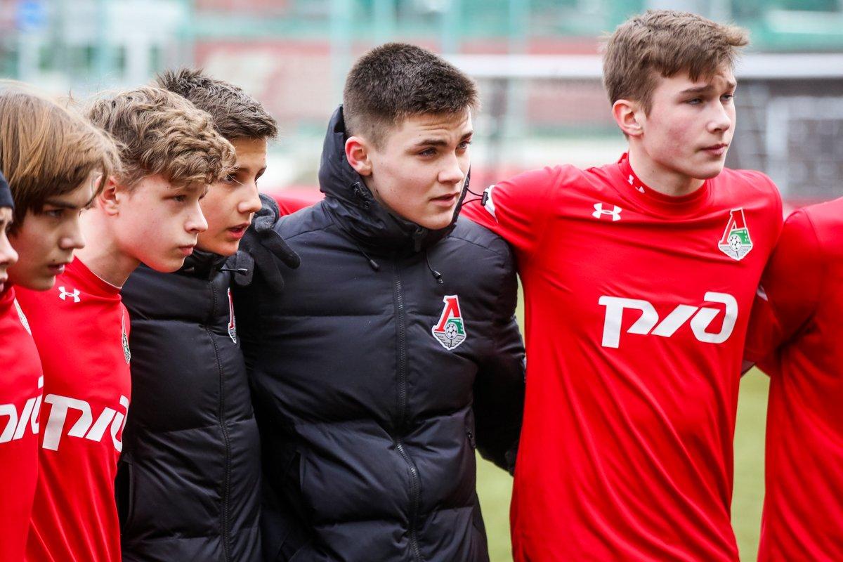 «Локомотив» - «Родина»
