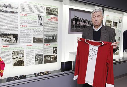 Виктор Разумовский побывал в музее клуба