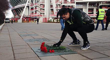 Максим Беляев и Дирекция по работе с болельщиками возложили цветы к звезде Валентина Бубукина