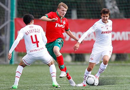 Серасхов помог юношеской сборной обыграть Швецию