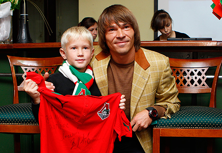 Встреча болельщиков с Лоськовым и Сенниковым перед игрой с «Динамо»