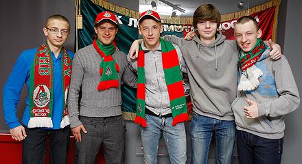 Андрей Ещенко и Максим Григорьев провели акцию в клубном музее «Локомотива»