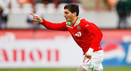 Оздоев продлил контракт до 2015 года