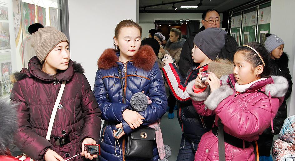 Дети с Кремлевской елки побывали на «Локомотиве» (+видео)