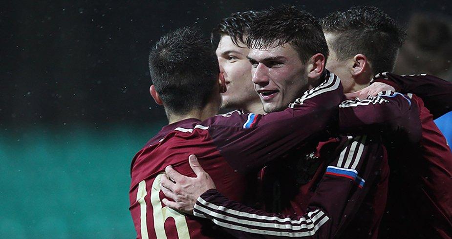 Сборная России вышла в четвертьфинал Евро-2015