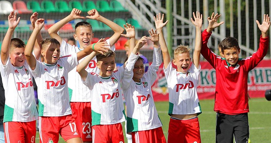 Футбольный клуб локомотив москва для детей стрип клуб голодные