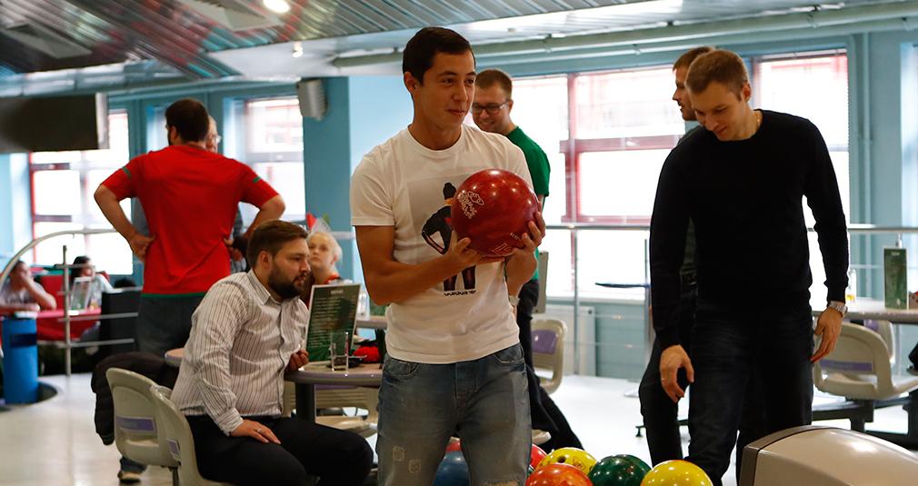 «Молодежка» сыграла в боулинг с болельщиками