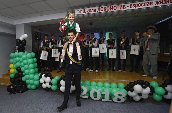 Последний звонок в школе «Локомотива»