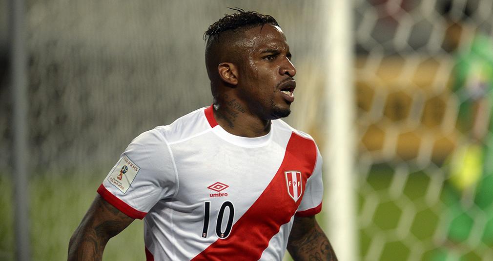 Фарфан не спас Перу от вылета, Чорлука - в плей-офф