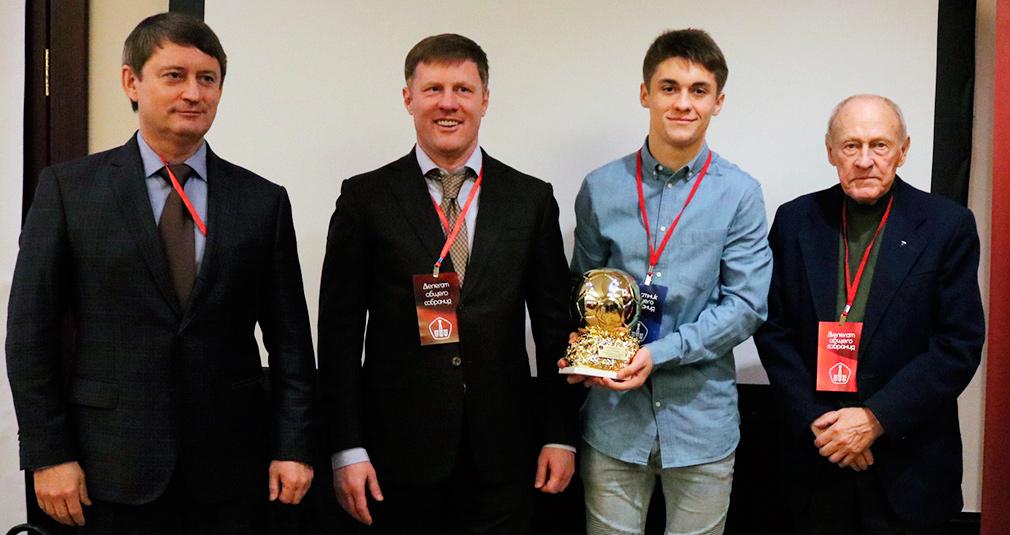 Футболист молодежки получил золотой мяч