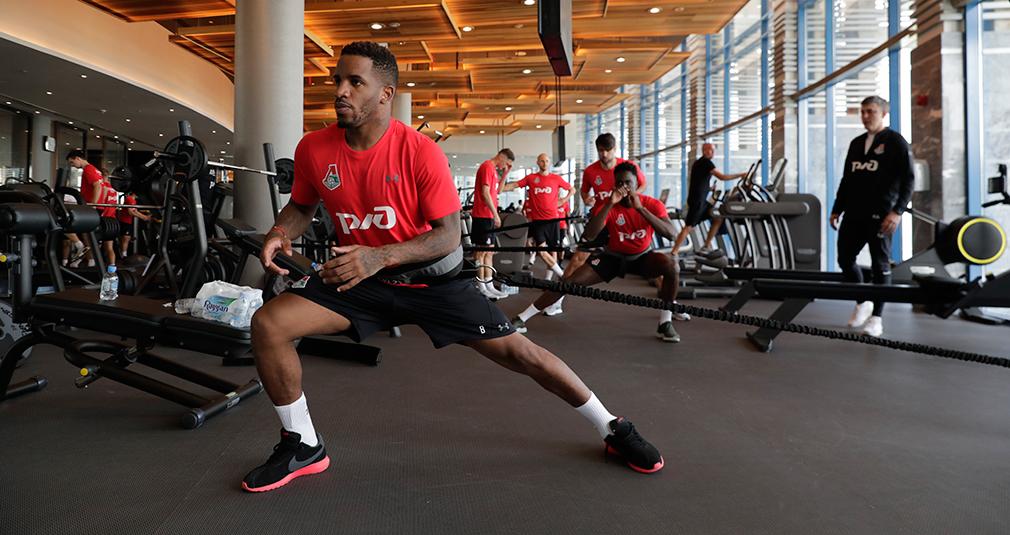 Что принимают футболисты перед тренировкой?