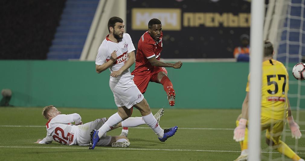 «Локомотив» завершил сбор в Катаре матчем против «Спартака»
