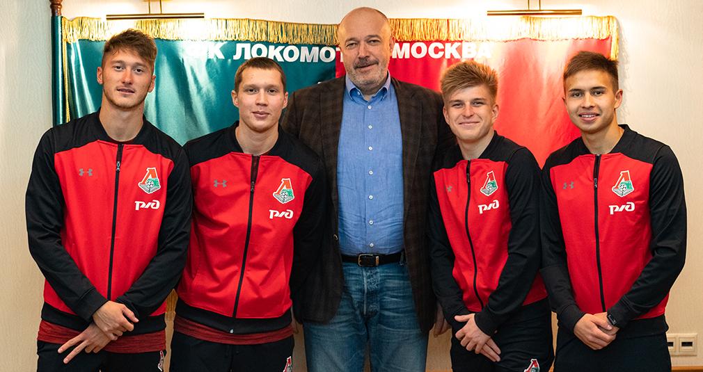 Миранчук, Миронов, Куликов и Дорофеев продлили контракты с «Локомотивом»