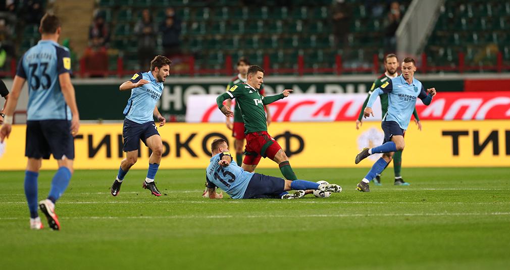 Два незабитых пенальти, два отмененных гола, удаление Крыховяка. «Локомотив» проиграл «Ротору»