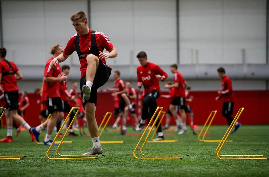 Молодежная команда начала тренировки