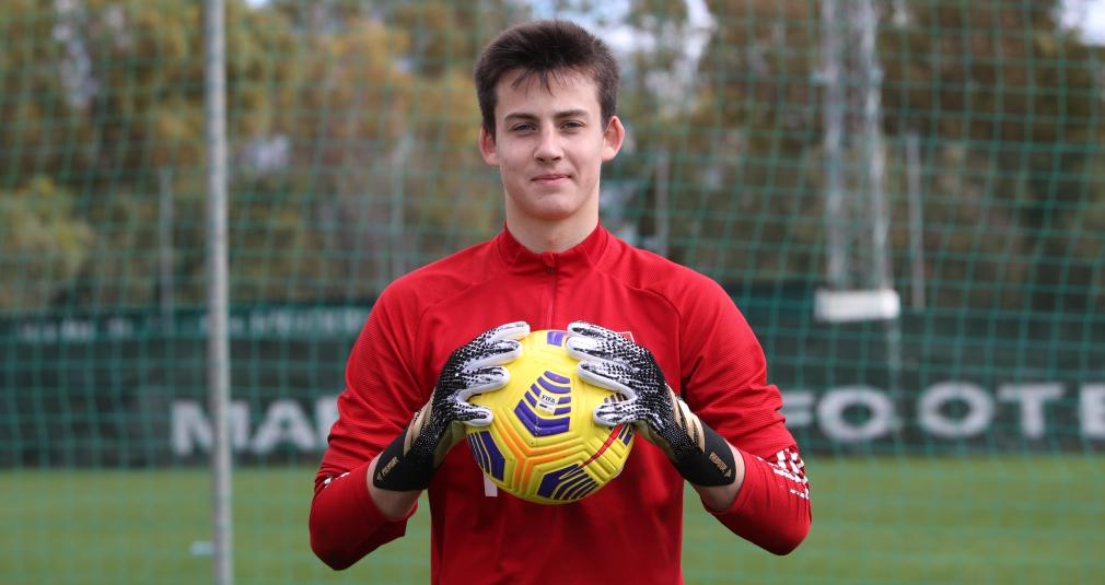 Худяков подписал новый контракт с клубом