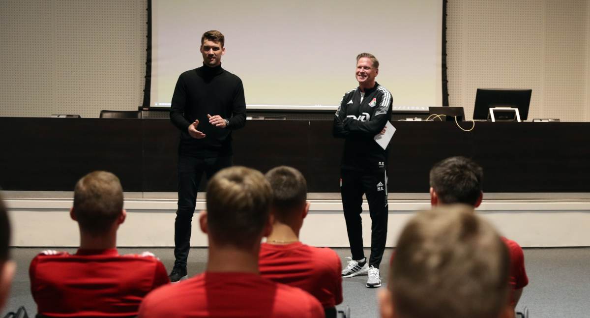 The introduction to the team and the first training session with our new head coach Markus Gisdol